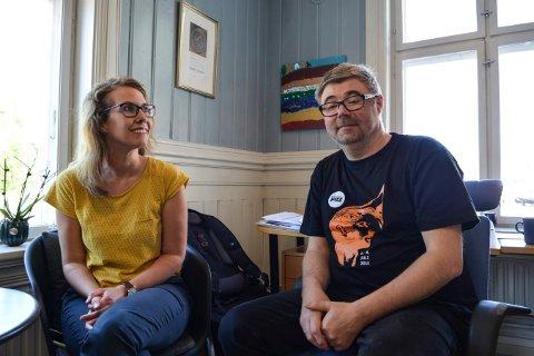 FORNØYDE: Ragnhild Menes og Kai Gustavsen på jazzkontoret er fornøyd med salget av billetter til Sting-konserten.