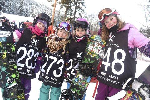 FRISKUSER: Mathilde Hovde Pettersen (t.v.), Victoria Biti-Johansen, Guro Teksle og Janne Bratlie syntes det var kult å kjøre brettcross.alle foto: ole john Hostvedt