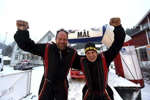 GLADE GUTTER: Jan Egil Halland (t.h.) og Anders Nygård kunne nok en gang juble for klasseseier i Numedalsrally.