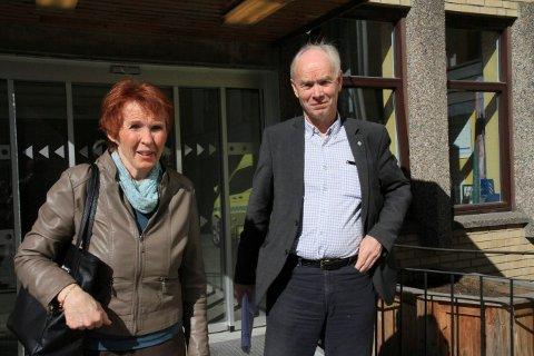 VIKTIG SAK: Partikolleger i Sp, Kari Anne Sand og Per Olaf Lundteigen, fortsetter å stille krav om lokalsykehuset. Lundteigen vil søke støtte på stortinget for Kongsberg kommunes innstill til sykehushøringen.