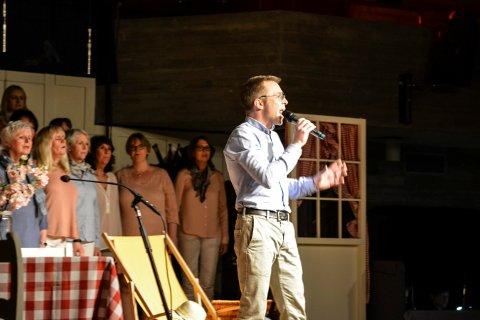 SOLIST Kongsberg blandede kor med John Mulholland i spissen på Lågdalsmuseet fredag kveld.
