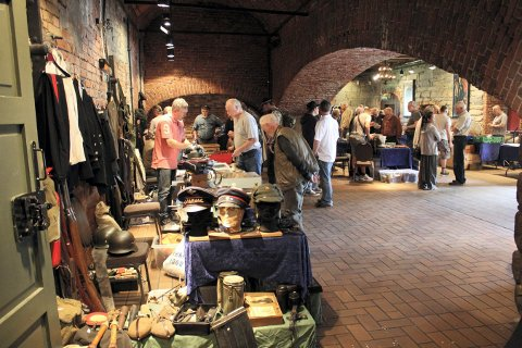 TRADISJON: Kongsberg våpenhistoriske salgsmesse arrangeres på Norsk Bergverksmuseum.