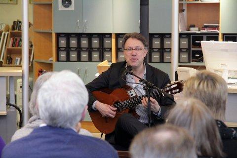 TRUBADUR: Bildet er fra en konsert som Jan-Olof Andersson holdt på det tidligere biblioteket i 2012.