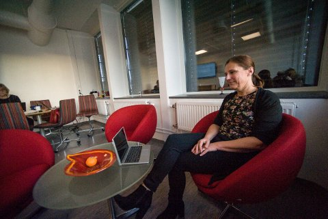 Flytter på timer: Rektor Hanne Hagby på Kongsberg videregående skole må gjøre endringer for lærerne på grunn av underskudd.