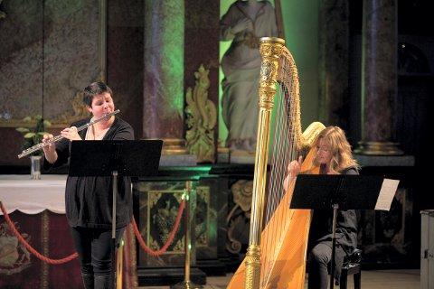 DUO: Anett Brubreg spilte fløyte og Runi Wold Kristiansen spilte harpe under en tidligere lærerkonsert.