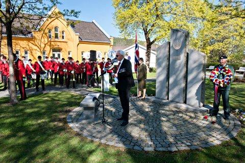 TRADISJON: 8. mai er det 72 år siden krigen var over i Norge. Det skal markeres i prestegårdsparken. Bildet er fra markeringen i 2015.