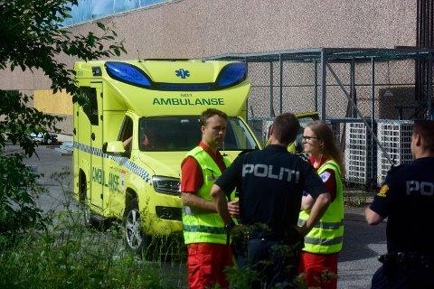 En mann ble fløyet til Ullevål sykehus etter en arbeidsulykke ved Jensen Madrasser i Svelvik torsdag.