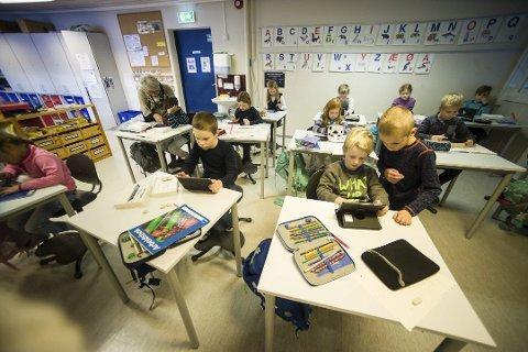 I Kongsberg får alle skolebarn hver sin iPad fra høsten. Slik er det ikke i Numedal. Her fra Jondalen skole.