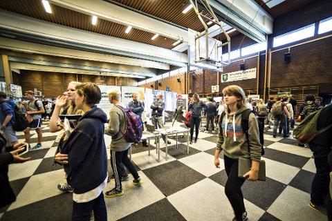 Første yrkesmessa: I fjor kom 1.300 elever innom den første yrkesmessa som ble arrangert i Idrettshallen i Kongsberg.