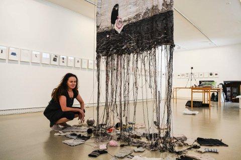 TEKSTILER: Kari Steihaug tenker at mye tid er lagret i strikketøyet og at historiene er så mange.