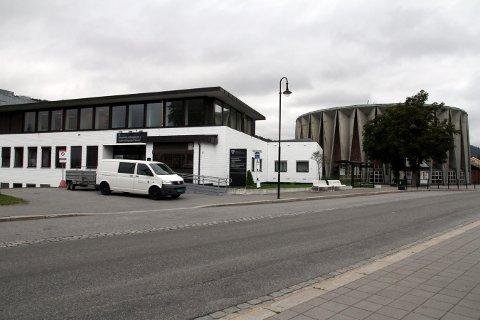 INNTAK: Kongsberg videregående skole - her representert ved Tinius Olsen-bygget - skal fylles opp av mange nye yrkesfag-elever om noen uker.