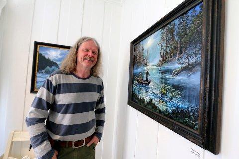 MALEREN: Tor Einar Evju fra Lyngdal stiller nå ut på Sigdal museum. Bildet er fra en utstilling i Lyngdal for to år siden.