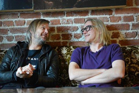 LOKALE MUSIKERE: Vegard Eggum (t.v.) og Tom Hasslan er begge musikere fra Kongsberg. Begge skal bidra til Mølla LIVE, som er den lokale musikkscenens motangrep på Korona-krisen.
