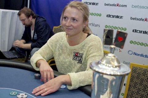 Mari Thorrud Olsen imponerer i pokermiljøet. Dette bildet er fra en konkurranse i Dublin i 2013.