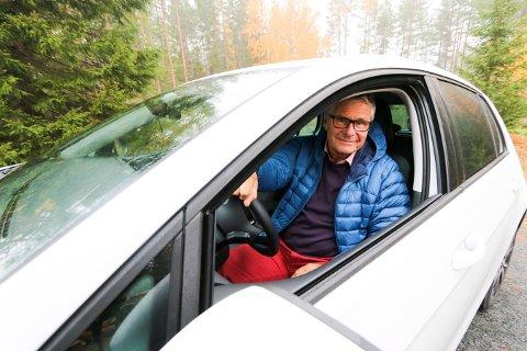 ELBIL: Erik Van den Bovenkamp er blant de mange som har byttet fra fosil- til elbil. Bildet ble tatt i forbindelse med at Lp skrev om Kongsbergs mest solgte bilmerke.