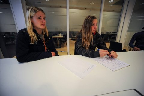 På besøk i UNG-redaksjonen. UngKultur i Kongsberg kommune skal starte en YouTube-kanal. Torsdag var de på besøk for å få tips om intervjuteknikk, filming m.m. Maja Landemoen (12) (t.v.) og Milena Hæreid (13), er de som skal vlogge. De går begge i 8B på Skrim ungdomsskole.