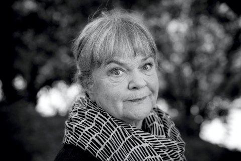 FOLKEKJÆR: Anne Marit Jacobsen skal lese dikt i Sølvsalen fredag under Glogerfestspillene i januar.