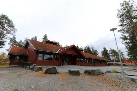 HØY RADONVERDI: I dette bygget på Gamlegrendåsen skole er det målt radonverdier på over 500 becquerel per kubikkmeter.