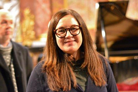 FORNØYD: Margit Åsarmoen, daglig leder for Glogerfestspillene, var strålende fornøyd med jubileumskonserten. – Det er kjempemorsomt at man får en verdensstjerne til å komme og spille i Kongsberg. Håkon er utrolig flink til å få fram stemningen i musikken. Det var en helt fantastisk konsertopplevelse. Vi håper han vil komme tilbake til Kongsberg, sier Åsarmoen.