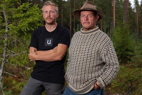U for Uvdal: Kjetil Nørstebø (t.v) snek med seg en t-skjorte med reklame for Uvdal Skisenter på. Stikk i strid med Farmen-reglene. Her sammen med tidligere Farmen-deltaker Jørgen Ringstad.
