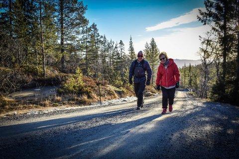 ET SAVN: – Vi har savnet Knutehytta veldig. Det er så flott å ha et mål med turen, sier Ragnfrid og Helge Brekke, som vi møtte på vei opp mot Knutehytta.