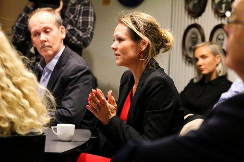 Statsråd Linda Hofstad Helleland besøkte Kongsberg for å høre hvordan barnevernet jobber.