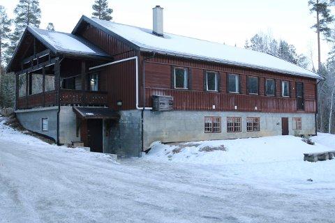 FESTLOKALE: Brannvesenet pålegger eierne av Elvetun i Jondalen om å rette opp avvikene innen 31. januar.