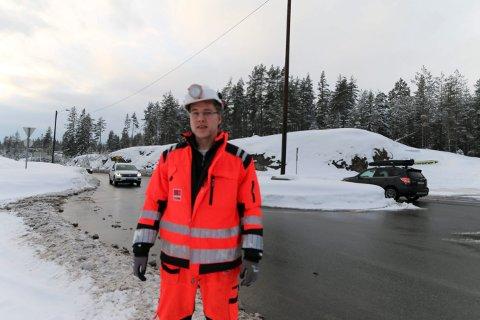 FORNØYD MED PRIS: Ole-Jørgen Aakre, prosjektleder i Veidekke. Her foran rundkjøringen som ble bygget for å øke sikkerheten i byggeperioden.