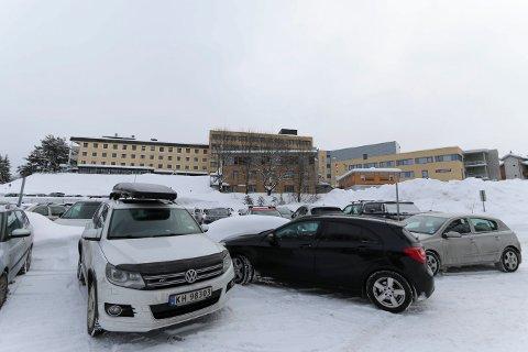 P-HUS? Det er dette området nedenfor sykehuset som tidligere har vært nevnt som aktuelt for et parkeringshus.