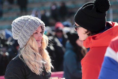 SMILER: Silje Norendal smiler til kjæresten Alexander Bonsaksen etter 6.-plassen i big air-finalen.FOTO: LISE ÅSERUD/NTB scanpix