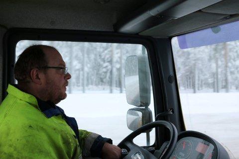 SNØ: Frode Sørby i Kongsberg bilberging forteller at det ofte blir travle dager når snøen laver ned.