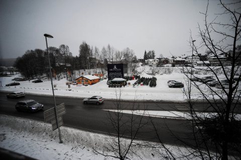 INGEN ENDRING ENNÅ: Det er fremdeles helt stille på Sildetomta der Sølvparken skal bygges. Byggestart er planlagt i løpet av føste halvår 2018.