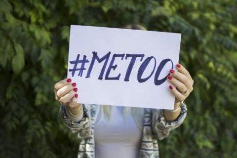 1,35 millioner nordmenn sier at de har blitt utsatt for seksuell trakassering. Det kommer frem i en ny undersøkelse.