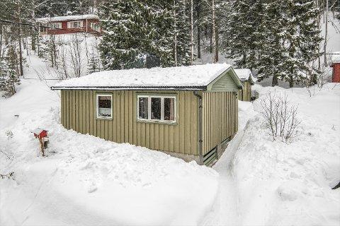 BILLIGST: Denne hytta på Meheia er til salgs for 550.000 kroner på Finn. Det er den billigste hytta til salgs i Kongsberg og Numedal akkurat nå.