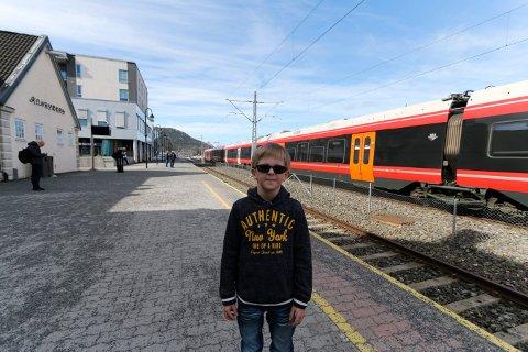 KOM IKKE AV: Emil kom seg ikke av toget da han skulle fra Kongsberg til Bø.