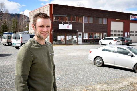 FLYTTER INN: Ola Fosshaug håper å åpne sitt nye utsalg rundt 1. juli. Han skal inn i lokalene som Numedal Blomster holder til i.