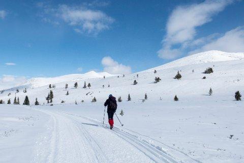 – Folk flest vet ikke lenger hvorfor vi feirer påske og pinse, sier prest Per Anders Nordengen. Her fra en tradisjonell norsk måte å markere påsken: skitur i fjellet.