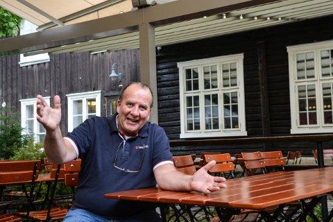 GLEDER SEG: Håkon Uppstrøm i Kongsberg bluesklubb inviterer til utekonsert lørdag kveld.