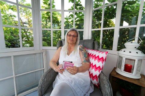 Solveig Andersen mener Statens vegvesen fraskriver seg alt ansvar for at hun har vært uten bredbånd i over tre uker.