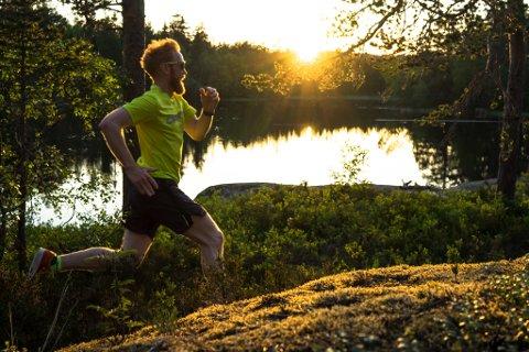 FORSKJELLIGE RUTER: Jostein Nymoen liker å løpe forskjellige runder fra dag til dag. Her er han ute fra løpeturen tirsdag kveld. Da løp han blant annet ved Kongens gruvedam.