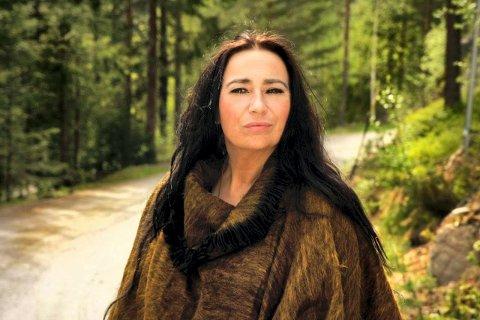 TILBAKE TIL RØTTENE: Rita Engedalen liker å grave dypt i bluesens grunnfjell. Inspirasjon får hun blant annet hjemme i Jondalen.