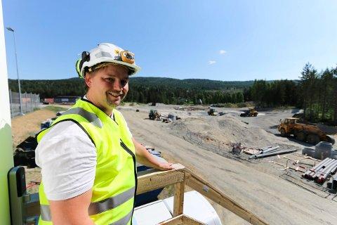 LOKAL PROSJEKTLEDER: Øyvind Bakken bor i Veggli og leder byggeprosjektet på Stevningsmogen.