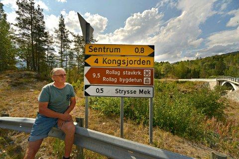 - UNØDVENDIG: Ragnvald Mykstu mener turistene burde vært ledet gjennom Veggli sentrum og ikke inn på Østsideveien.