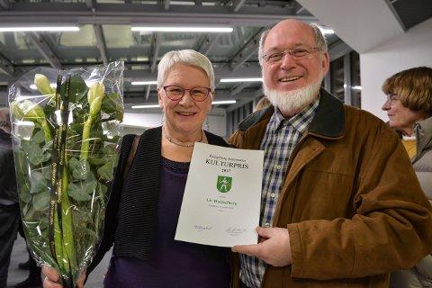 FORRIGE VINNER: Liv Hukkelberg ble Kongsbergs kulturprisvinner i 2017. Etter overrekkelsen takket hun sin mann, Sigurd, for god støtte og godt samarbeid.