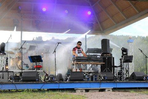 PÅ SCENEN: DJ Amir