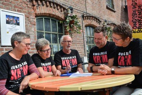 ARRANGØRENE: Mette Martinsen (t.v.), Astrid Fossestøl, Arve Fretheim, Jan Erik Auen og Aud Helliksen i Kongsberg Krim har satt sammen et variert jubileumsprogram.