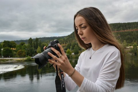 AMBISIØS: Laura Zayan fra Lampeland skal studere film i Danmark det kommende studieåret.
