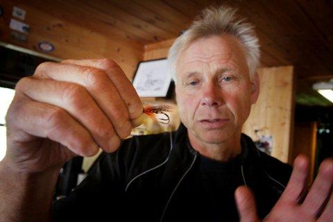 Dårlig laksesommer: Hittil i år er det tatt cirka en fjerdedel så mye laks sammenlignet med i fjor. Arne Lindsverk, daglig leder ved Brufoss laksesenter, håper de to siste ukene vil gå litt bedre.