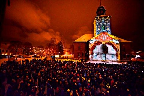FEST MED MER: Kongsberg feiret 390-års jubileum i 2014, bildet er fra folkefesten på Kirketorget. I 2024 skal Kongsberg markere 400 år som by. Arbeidet er i gang.