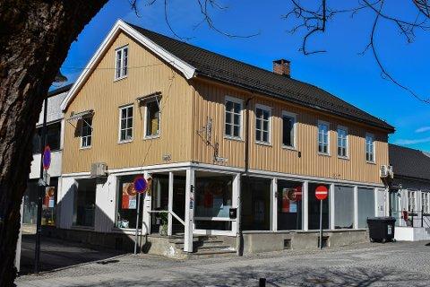 Snart kafé her: Kirkens bymisjon har kjøpt lokalene etter Isaksen bokhandel på Nymoen, og skal åpne kafe og aktivitetssenter.